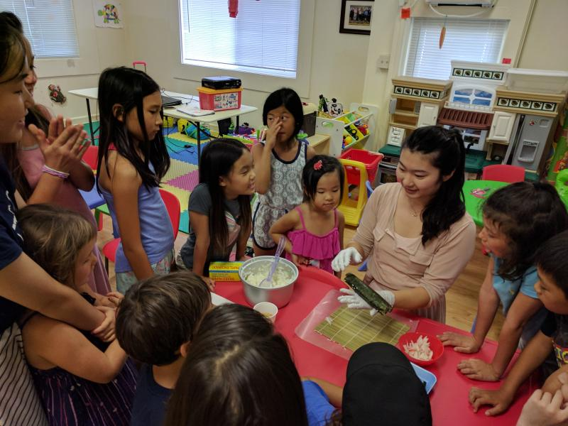 children learning Chinese through cooking class